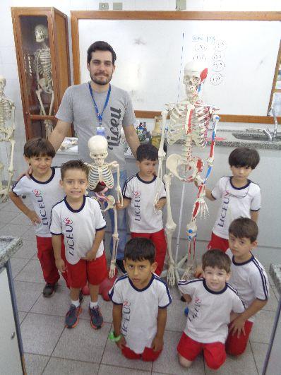 Visita ao laboratório – conhecendo os nossos ossos.